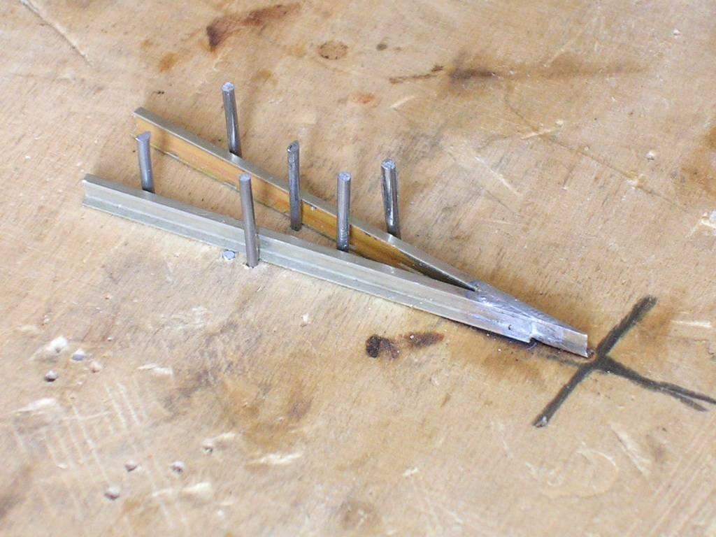 Bottega dei plastici 117 come autocostruire dei binari for Costruire uno stagno