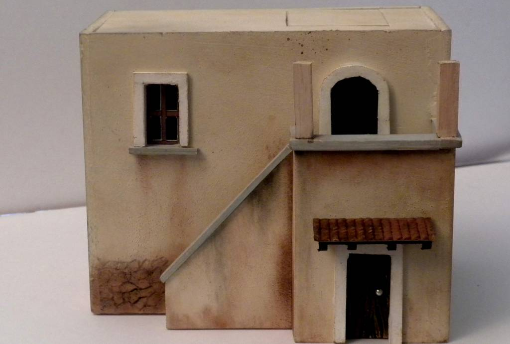 Bottega dei plastici 091 come realizzare una casa rurale for Come costruire un mazzo sul retro portico