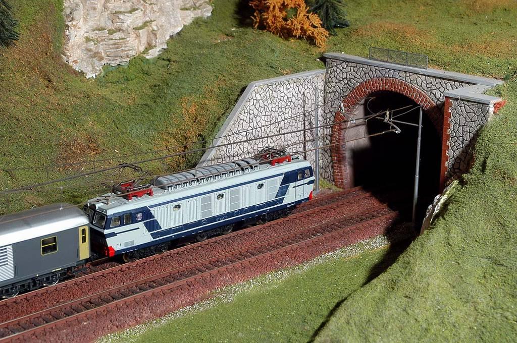 115 plastico ferroviario un plastico passarella for Gomma siliconica per calchi